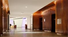 Tall ceilings idea Conrad Hotel, New York by Kohn Pedersen Fox Associates and Monica Ponce de Leon Lobby Interior, Interior Architecture, Interior Design, Home Office, Hotel Corridor, Elevator Lobby, Public Hotel, Corridor Design, Lift Design