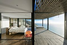 Perfect home perched on a cliff is made of dreams   The Till House has stunning views of the Los Arcos coast, in Chile. The house is the only one built on the top of this hard to access cliff making it a very private place. Designed by the Chilean studio WMR Arquitectos, this is the perfect location for a romantic weekend.