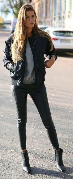 Josefin Ekström keeps it casual in a black bomber jacket and matching skinny jeans. Jacket: Junkyard, Trousers: Ivy Rebel, Shoes: Jennie Ellen.