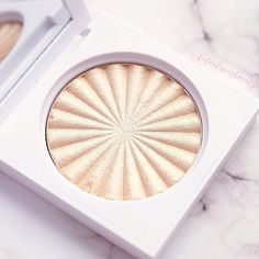 I dont think I will need another highlighter ever again this baby @ofracosmetics in Rodeo Drive is so pigmented and buttery why am I just discovering this ?! #glowgoals #highlightonfleek #beautypost #laleelovesbeauty #ilovemakeup #njblogger