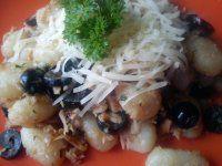 Gnocchi s tunákem a černými olivami Gnocchi, Chicken, Meat, Food, Essen, Yemek, Buffalo Chicken, Cubs, Meals