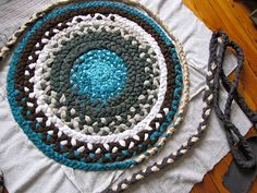 Braid Rug. I wonder if this would turn out better than my stupid hula hoop rug...