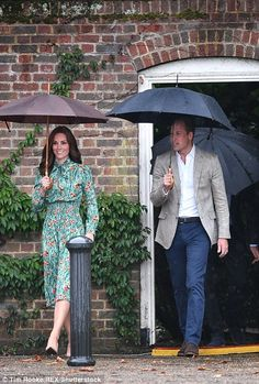 Kate and William enter the garden