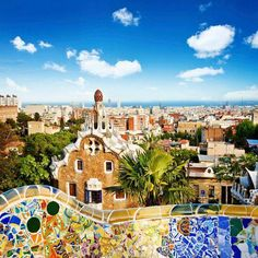 Arte es muy importante en Barcelona y los mosaicos son vivante y tenía colores bellas y fuertes.