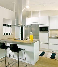 Kohde 17 Hailuoto. Keittiön ovimalli on Hohto HL11 valkoinen. Kitchen Ideas, Table, Furniture, Home Decor, Decoration Home, Room Decor, Home Furniture, Interior Design, Home Interiors