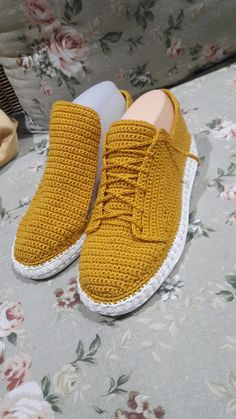 How to Crochet Boots with Flip Flops - Free Pattern + Video Tutorial Crochet Shoes Pattern, Shoe Pattern, Crochet Slippers, Love Crochet, Crochet Lace, Crochet Boots, Diy Fashion, Fashion Shoes, Knitting Patterns