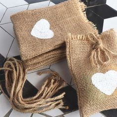 white heart wedding candy jute bag with DIY tag/ burlap pouch/ burlap sack/Rustic jute Gift bag party Decorations(China (Mainland)) Creative Gifts, Creative Gift Wrapping, Decor Photobooth, Cheap Gift Bags, Burlap Sacks, Jute Sack, Burlap Fabric, Burlap Curtains, Burlap Crafts
