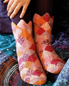 De mere avancerede strømper. Lace Knitting, Knitting Socks, Knitting Patterns, Knit Crochet, Knit Socks, Slipper Socks, Slippers, Sock Shoes, Knitting Projects