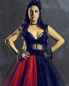 Snow White Queen, Amy Lee Evanescence, Hot Brunette, Female Singers, Gothic Beauty, Metal Girl, Most Beautiful Women, Gothic Girls, Wonder Woman