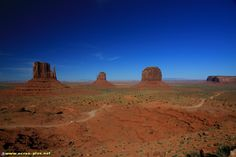 West Mitten, East Mitten et Merrick Butte - Monument Valley - Arizona - USA Monument Valley, Literary Fiction, Arizona Usa, Grand Designs, All Pictures, True Love, Mittens, Beautiful Places, Road Trip