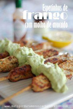 LOW CARB - espetinhos de frango com molhinho de abacate  #LCHF