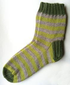 Hoi! Ik heb een geweldige listing gevonden op Etsy https://www.etsy.com/nl/listing/118615705/hand-knit-stripy-green-sheep-wool-socks