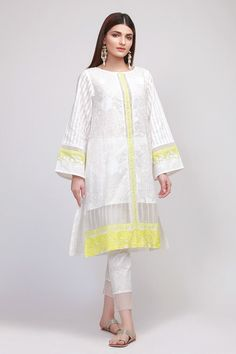 Khaadi Latest Summer Lawn Dresses Designs Collection consists of best printed & embroiderd 2 pc, 3 piece suits, kurtis and single shirts! Simple Pakistani Dresses, Pakistani Fashion Casual, Pakistani Dress Design, Pakistani Outfits, Pakistani Kurta, Indian Outfits, Indian Fashion, Stylish Dresses For Girls, Casual Dresses