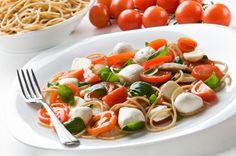 Espaghetti a la Capresse con Aceite de oliva Virgen Extra Carbonell y albahaca ¡Mmm! ;)