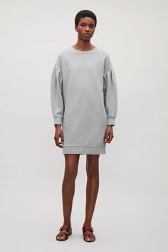COS   Sweatshirt dress with sleeve pleats