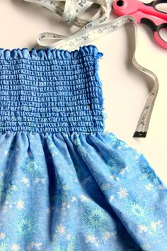 Easy Summer Sundresses - How to sew a dress in minutes! Girl Dress Patterns, Clothing Patterns, Baby Patterns, Sewing Patterns, Little Girl Dresses, Girls Dresses, Sun Dresses, Cotton Dresses, Modest Outfits