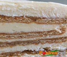 Una nueva versión de la tarta de galletas, también conocida como la tarta de la abuela, llega a nuestra web. En esta ocasión, entre las capas de galletas maría habrá una mezcla de leche condensada, leche y zumo de limón que dará un toque cítrico a nuestra tarta. Es muy fácil de hacer y rápida, aunque para disfrutarla tendrás que esperar el tiempo de cuajado, por lo que recomendamos hacerla el día antes de querer consumirla.