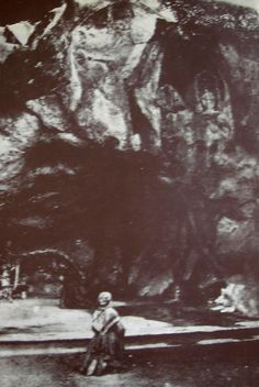 Photo Billard-Perrin, Bernardette is present at the wish of the bishop. The grotto appears to have been levelled Catholic Prayers, Catholic Saints, Roman Catholic, St Bernadette Of Lourdes, Santa Bernadette, St Bernadette Soubirous, Lourdes France, Images Of Christ, Angels