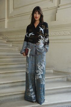 Jeanne Damas wearing a Valentino pajama from the Fall 2016 Collection to the Valentino Haute Couture Fall/Winter 2016 - 2017 Fashion Show on July Gorgeous! Fashion 2017, Look Fashion, Fashion News, High Fashion, Fashion Show, Fashion Outfits, Couture Fashion, Casual Couture, Kimono Fashion