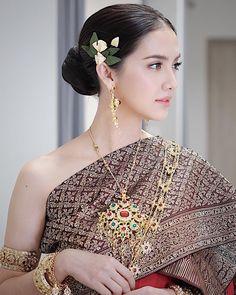 Sara Legge, Thai Traditional Thai Traditional Dress, Traditional Outfits, Thailand Fashion, Oriental Dress, Thai Dress, Thai Style, Beautiful Asian Girls, Up Hairstyles, My Girl