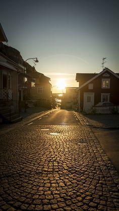 Fjällbacka rue pavée port Rue, Railroad Tracks, Building, Travel, Jet Lag, Pontoons, Aurora Borealis, Archipelago, Landscape