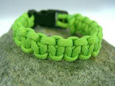 Farbe: neon grün / apfelgrün    Auch andere Farben sind möglich, siehe Beispielfotos und Shopkategorie Männer / Boys Armbänder).    Länge: Wunschlänge