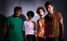 El shoegaze e indie rock de la banda gallega Triángulo de Amor Bizarro…