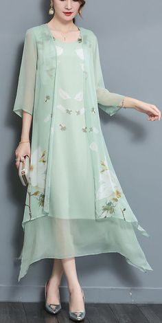 Casual style for any occasion Light green chiffon skirt, loose version, look very relaxed. Chiffon Maxi Dress, Floral Midi Dress, Cheap Dresses, Casual Dresses, Women's Dresses, Vintage Dresses Online, Two Piece Dress, Classy Dress, Women's Fashion Dresses