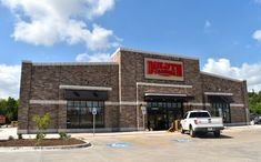 Duluth Trading Co., known for its durable workwear and entertaining commercials, will celebrate the grand opening of its new #ArlingtonTX store on Thursday, July 12, 2018.