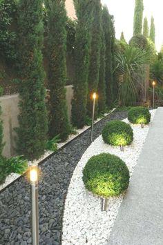 Simple Front Yard Backyard Landscaping Ideas on A Budget 2019 - - 40 + einfache Vorgarten Hinter Small Backyard Landscaping, Landscaping With Rocks, Modern Landscaping, Backyard Bar, Mulch Landscaping, Landscaping Design, Florida Landscaping, Black Rock Landscaping, Front Garden Landscaping