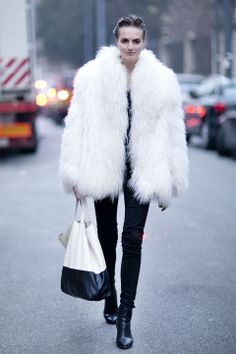 This look kept white and black in cool-girl proportions with a furry white topper, black skinny jeans, and a tote that drove the trend home.