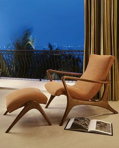 Mid-Century Lounge Chair and Ottoman Décoration Mid Century, Mid Century Chair, Mid Century House, Danish Modern, Mid-century Modern, Modern Luxury, Modern Living, Mid Century Modern Decor, Mid Century Modern Furniture