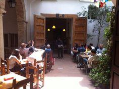Recital de poesia en la casa-taller de Juan de Juanes. Ruta de los Gremios Medievales organizado por RutaDespilfarroValencia y #CaminArt #Valencia