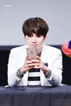 Suga ❤ BTS at the Mokdong Fansign #BTS #방탄소년단