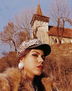 Sara Carvajal de Popa (@saracarvajaldepopa) • Instagram photos and videos Romania, Cowboy Hats, Photo And Video, Instagram, Videos, Photos, Beach, Pictures