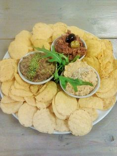 nachos and three dips: cashewcheeze, lentilspread and carrothummus , who says vegans only eat tofu?? ;-)
