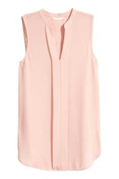 V-neck Blouse - Powder pink - Ladies Casual Outfits, Cute Outfits, Fashion Outfits, Pretty Shirts, Capsule Wardrobe, Wardrobe Ideas, Work Fashion, Women's Fashion, V Neck Blouse