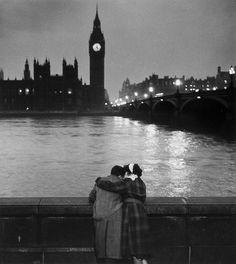 Thurston Hopkins    Lovers of London, 1952.
