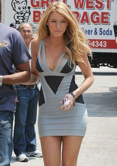 Blake Lively is Herve Leger Lovely: Photo Gossip Girl breakout star Blake Lively squeezes into one of Herver Leger's signature style bandage dresses and shoots a scene for her hit CW series at the trendy… Mode Blake Lively, Blake Lively Style, Tight Dresses, Sexy Dresses, Short Dresses, Bandage Dresses, Fitted Dresses, Prom Dresses, Satin Dresses