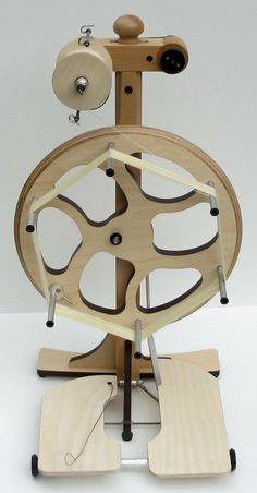 a wheel that does dual duty, interesting. Diy Spinning Wheel, Spinning Wool, Hand Spinning, Spinning Wheels, Spin Me Right Round, Drop Spindle, How To Make Rope, Fibre And Fabric, Tear