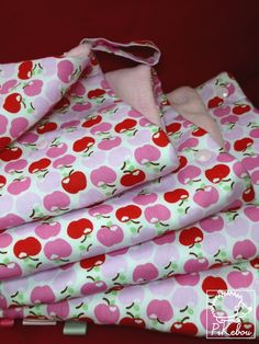 couverture multi-usages pommes roses PIKEBOU