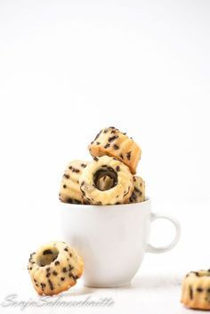 Mini-Zitronen-Gugelhupfe mit Schokostreuseln – Mini lemon bundt cake with chocolate sprinkels