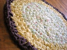 Crochet rag rug from old sheets / free pattern from The Crafty Tortoise