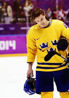 The future of the quintessential NHL defenseman Hot Hockey Players, Olympic Hockey, Hockey Baby, Hockey Stuff, World Of Sports, Winter Olympics, Man Candy, Hot Boys, Athletics