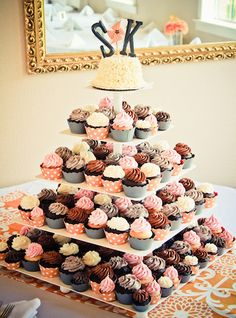 wedding cakes with cupcakes, wedding cakes ideas, Hochzeitstorte., cupcakes with flowers. Wedding Cake Flavors, Wedding Cakes With Cupcakes, Cute Cupcakes, Cupcake Cakes, Simple Cupcakes, Flavored Cupcakes, Wedding Cupcakes Display, Cupcake Tree, Cupcake Tower Wedding
