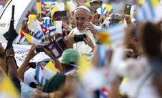 """Tras el recibimiento con las autoridades, Francisco se acercó a saludar a un grupo de varias decenas de personas que le dio la bienvenida con banderas del Vaticano y Cuba, al tiempo que gritaba """"Francisco, amigo, Holguín está contigo"""" mientras el pontífice bajaba del avión; y un coro infantil le cantó canciones.  Read more here: http://www.elnuevoherald.com/noticias/mundo/america-latina/cuba-es/article35944860.html#storylink=cpy"""