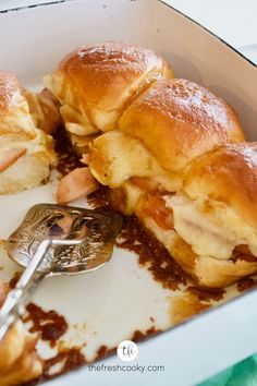 Turkey and cheese sliders on Hawaiian rolls are an easy, cheesy appetizer or dinner! Bake up a batch of these gooey sammies with a sweet, buttery savory sauce for your next game day, shower, easy weeknight meal or anytime you need a delicious dinner. Great to take to new moms too! Recipe via @thefreshcooky Tailgating Recipes, Potluck Recipes, Meal Recipes, Sandwich Recipes, Cheese Recipes, Hawaiian Roll Sliders, Hawaiian Rolls, Easter Dinner Recipes, Easy Appetizer Recipes