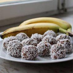 Recept - nyttiga chokladbollar med banan - Mitt kök Dairy Free Recipes, Raw Food Recipes, Wine Recipes, Snack Recipes, Dessert Recipes, Healthy Baking, Healthy Treats, Raw Desserts, Healthy Desserts