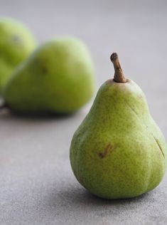 Spiced Pear Butter for Home Canning - One Hundred Dollars a Month Canning Tips, Home Canning, Canning Recipes, Canning Pears, Pear Butter, Water Bath Canning, Green Fruit, Pear Fruit, Fruit Food