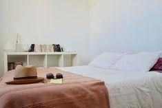 Een bed kiezen voor 2 personen | Stek Magazine Cool Teen Bedrooms, Teen Bedroom Designs, Beautiful Bedrooms, Girls Bedroom, Master Bedrooms, Bedroom Bed, Bed Room, Dorm Room, Jugendschlafzimmer Designs